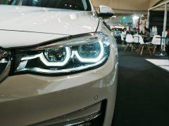 Einbruch als Risiko in Autohäusern. Photo by Max Rovensky on Unsplash